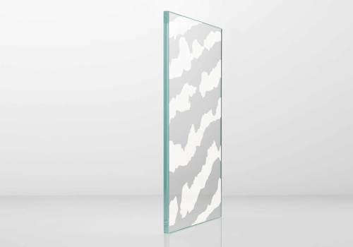 Glasfassade mit keramischen dekoren