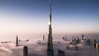 Burj-Khalifa-Dubay-with-Cloud-View