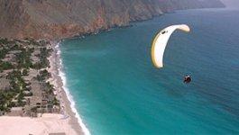 Paraglide Six Senses Zighy Bay