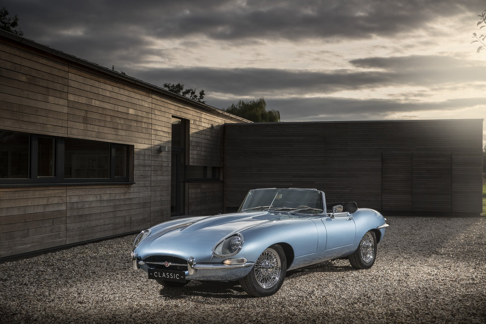 The Classic Jaguar E-Type Goes Electric! - MrPingLife.com