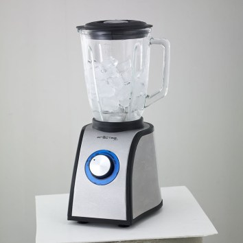 cleaning a blender