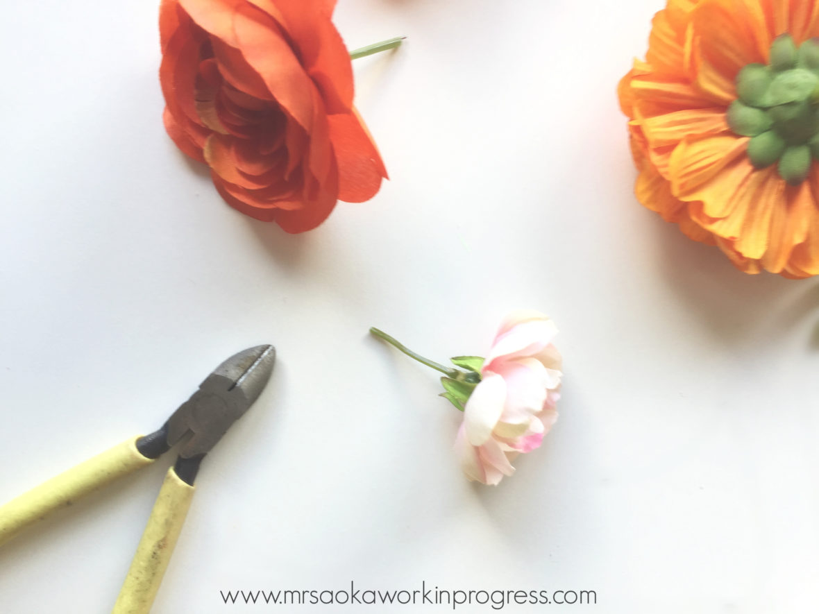 Get your frida on with this diy frida kahlo inspired flower headband you can snip the stems completely off keep some of the leaves or if you want to keep the stems on because youre using these handy dandy headbands izmirmasajfo