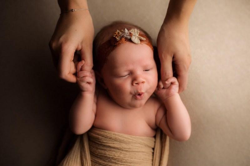En tjuvkik - Juline Nyföddfotografering 4
