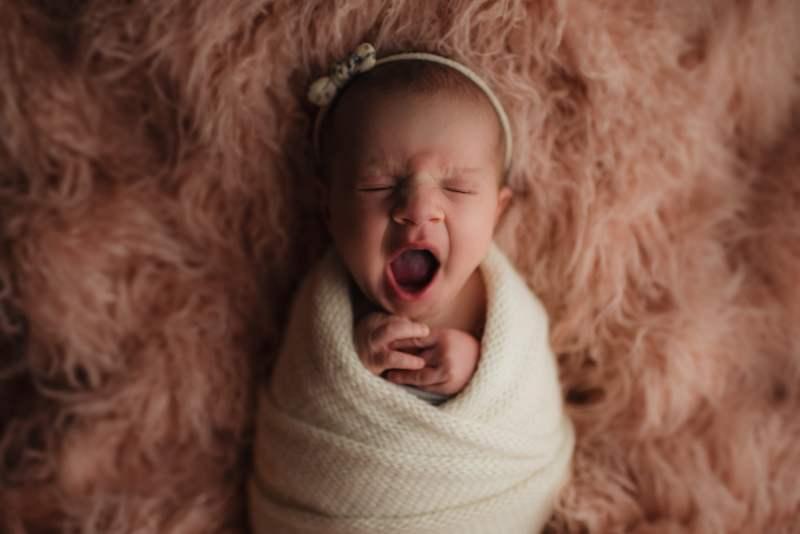 En mysig nyföddfotografering med Neia 19