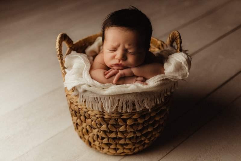 Nyföddfotografering tjuvkik Hugo Liam Stockholm 9