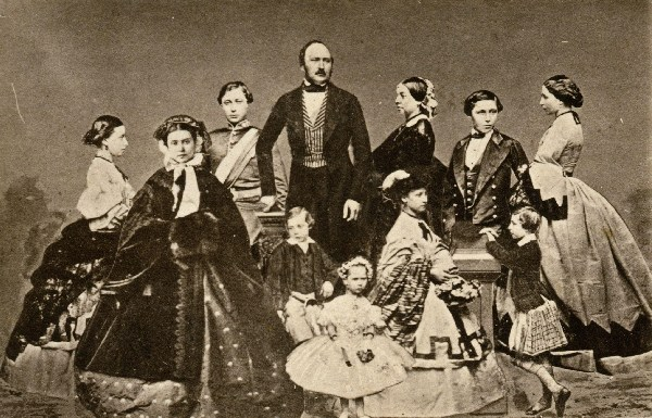 victoria_royal_family_1861_prince_albert_nine_children