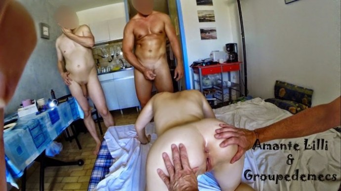 Exhibée et humiliée par un groupe d'hommes