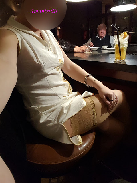 Voir Amantelilli oser draguer, allumer puis coucher avec un homme non libertin dans un bar : Un Rêve