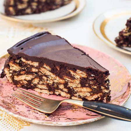 #LockDown Try This Chocolate Biscuit Cake – 3 Ingredient Eggless No Oven Bake Easy Recipe