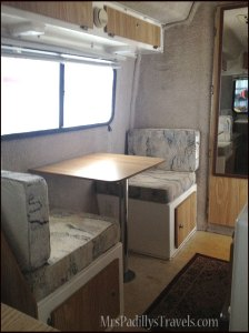 Two person dinette in 17' Spirit Deluxe