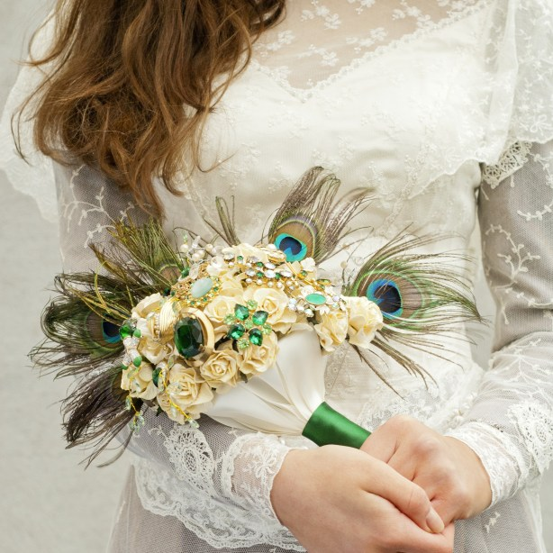Get-Knotted.net Peacock Feathers and Emerald Green Bouquet -ú85 - -ú350