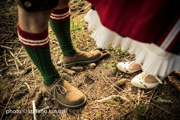 2 people 1 life, austria, forest, ants, shoes, stefano lunardi photo