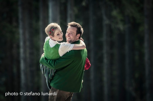 2 people 1 life, stefano lunardi photo, alex carrying lisa, austria, forest