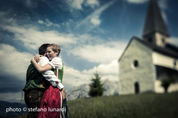 2 people 1 life, austrian wedding, church, embrace, stefano lunardi photo