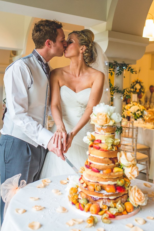 wedding-cake-cutting-italian-villa, nick rutter photo