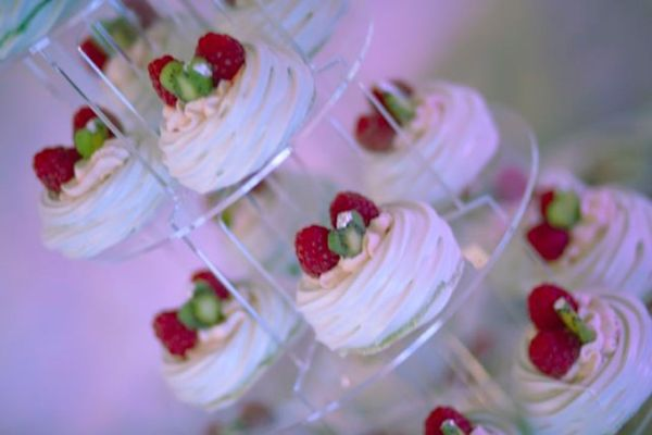 raspberry-kiwi-wedding-pavlovas, Hautecake by Sonnda