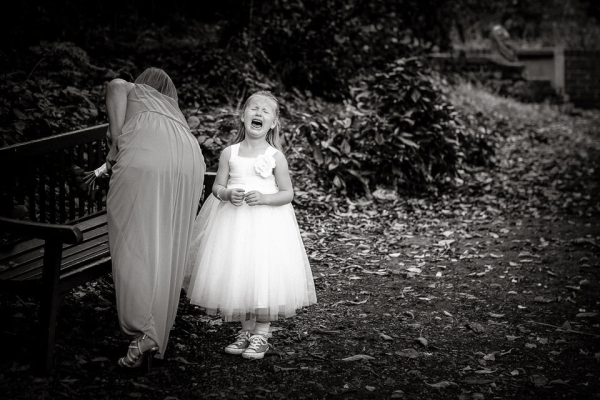 andrew-billington-photo-unhappy-flowergirl
