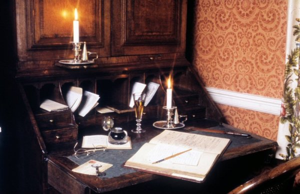 desk in parlour, charles dickens house - portsmouth , wedding venues