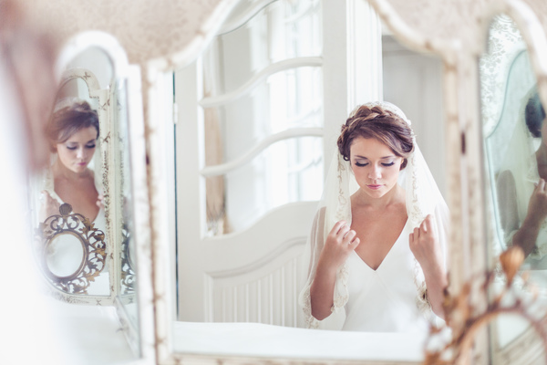 Images: Anna Marie Cooper, Dress: Jane dress by Savin London, Head piece: Flo and Percy