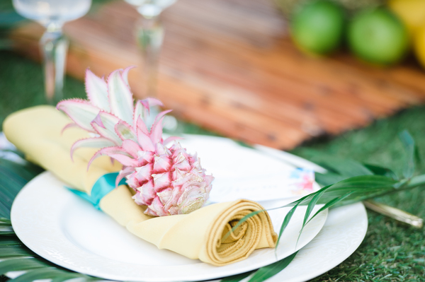 tropical table setting, tropical wedding place setting, tropical wedding, hannah mcclune photo, stoke place