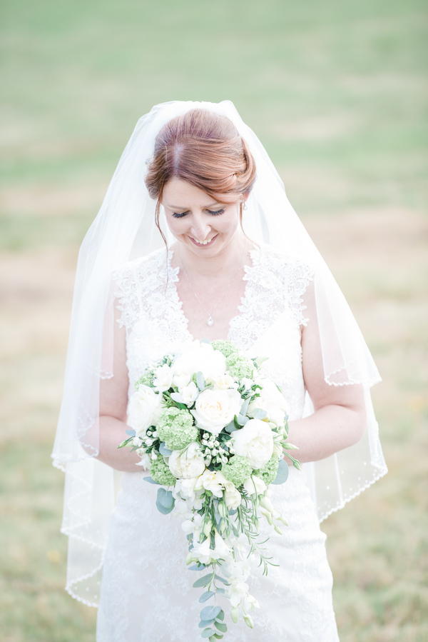 hannah-mcclune-photography-essence-of-australia-dress-hampshire-wedding-sage-green-details-highfield-park (3)
