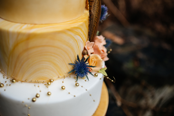 jess-yarwood-photography-woodland-wedding-inspiration-feather-wedding-details-thistle-wedding-details-cream-and-gold-wedding-palette (8)