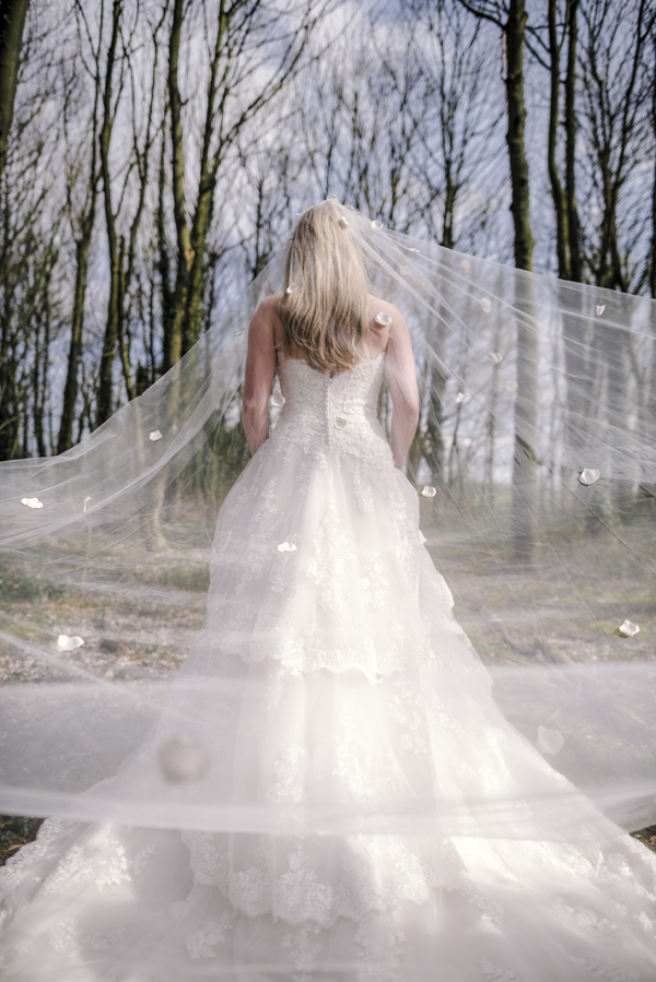 Sarah-Brabbin-Photography-Ian-Stuart-Wedding-Dress-Applewood-Weddings-Woodland-Wedding-Fairytale-wedding (14)