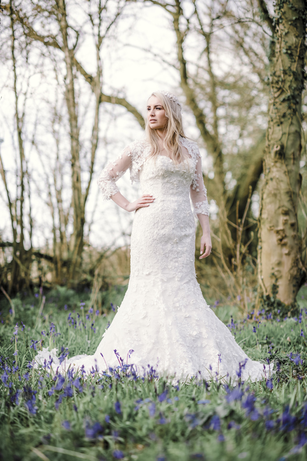 Sarah-Brabbin-Photography-Ian-Stuart-Wedding-Dress-Applewood-Weddings-Woodland-Wedding-Fairytale-wedding (16)