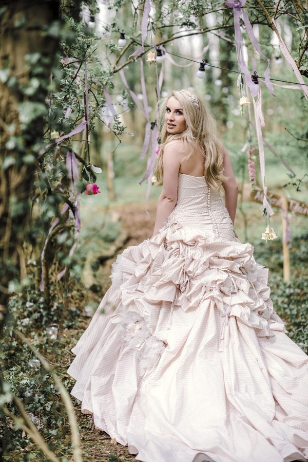 Sarah-Brabbin-Photography-Ian-Stuart-Wedding-Dress-Applewood-Weddings-Woodland-Wedding-Fairytale-wedding (5)