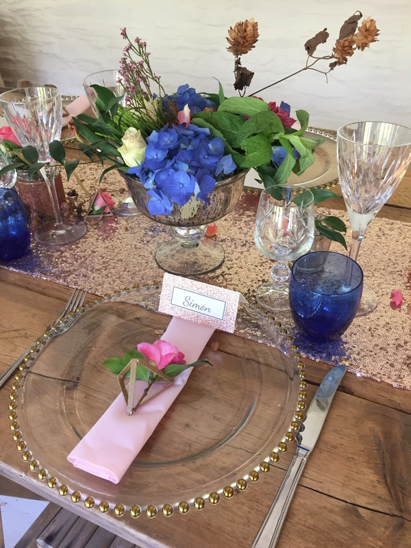 gold bead glass charger plates, wedding flowers in cornwall