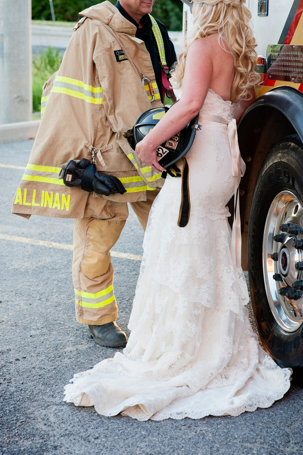 black-lamb-photography-ottawa-wedding-photographer-fire-fighter-themed-wedding-shoot-43
