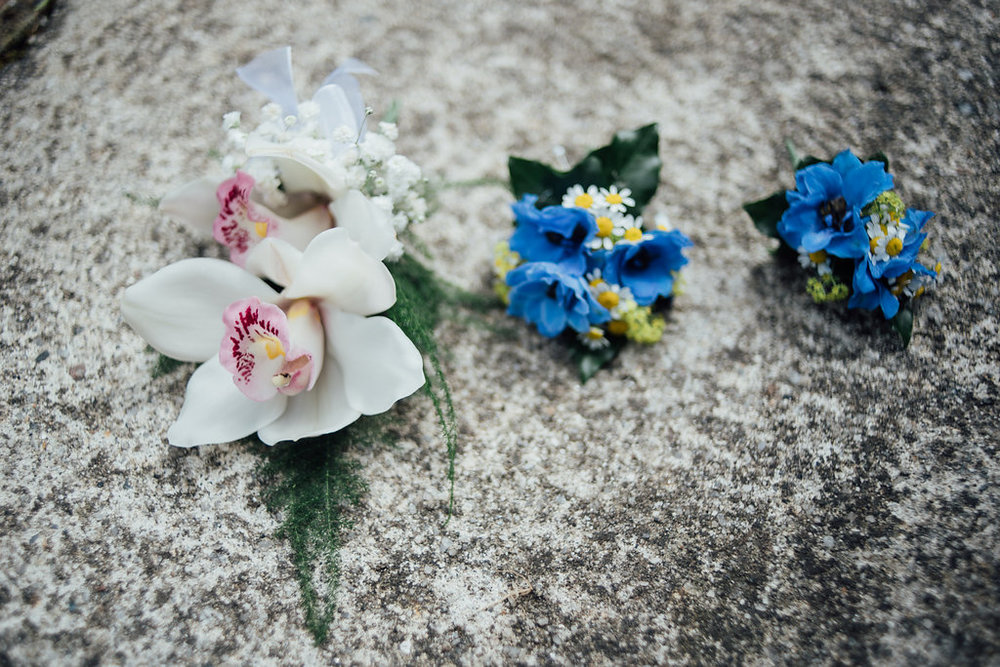liberty-pearl-photography-cornwall-wedding-porthleven-wedding-red-and-blue-wedding-colour-palette-39