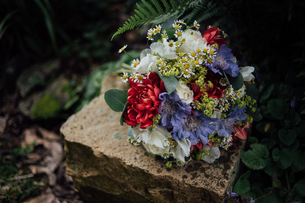 liberty-pearl-photography-cornwall-wedding-porthleven-wedding-red-and-blue-wedding-colour-palette-41