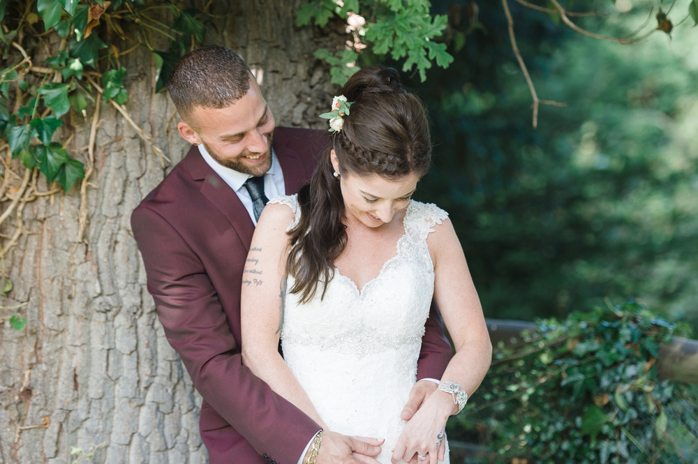 hannah-mcclune-photography-mill-house-hotel-swallowfield-rustic-wedding-burgundy-and-peach-wedding, Berkshire Wedding