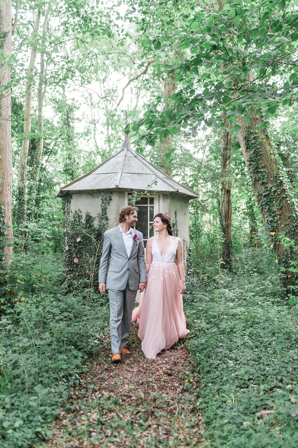 Dark Fairytale inspired Wedding - Wit Photography - Isle de L'Authie France - woods - pink wedding dress - Unielle Couture