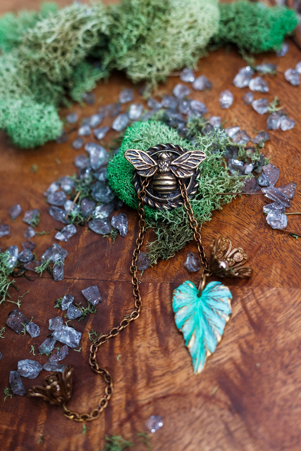 woodland inspired elopement - bee necklace - Angie Candell Photography