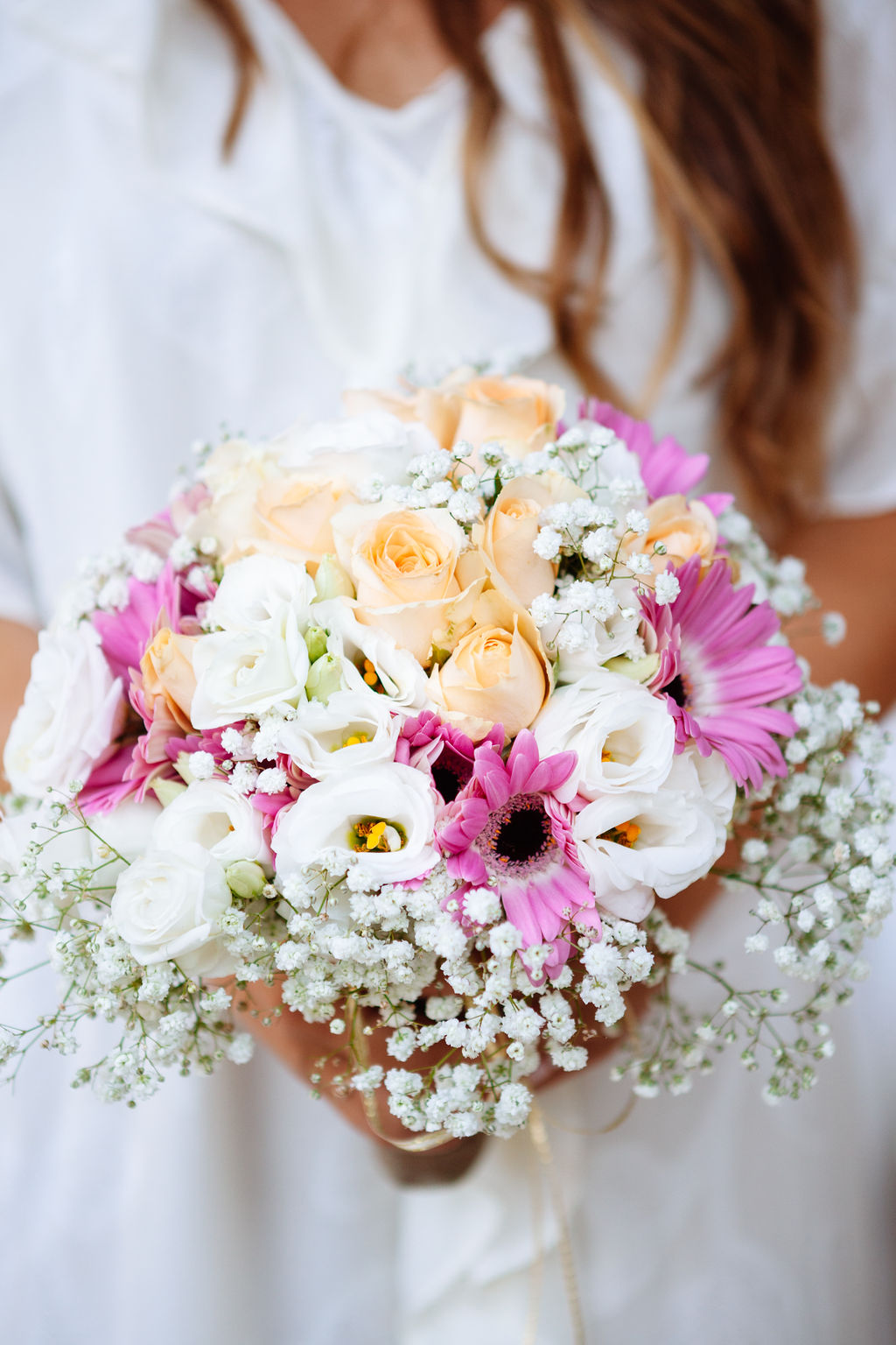 intimate wedding in Tuscany - Elizabeth Armitage Photography - pink peach and white bridal bouquet