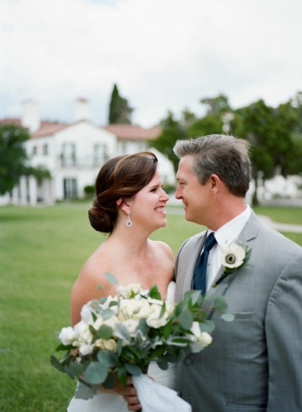 A water inspired intimate wedding  with pretty blue details at Jekyll Island on the Georgia coast