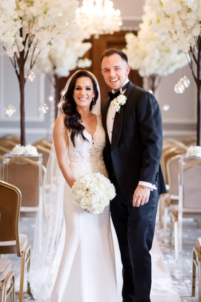 A stunning Manchester city wedding with pretty monochrome and gold details