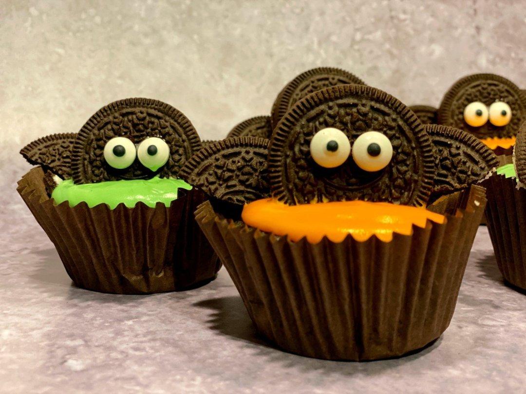Halloween Oreo Bat Cupcakes