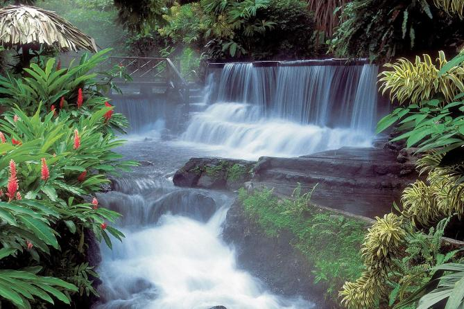 relaxing hot springs of the arenal volcano