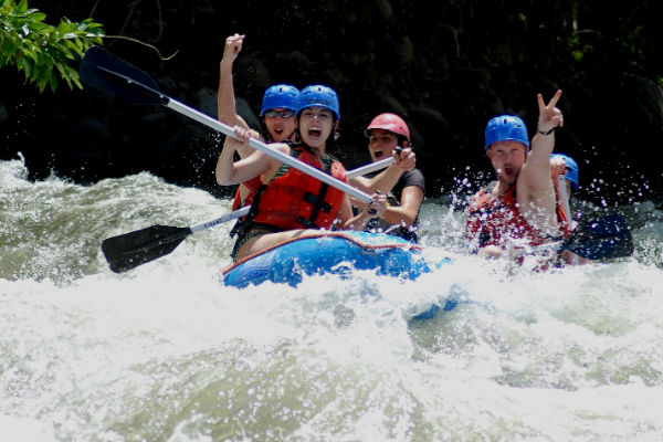 white water rafting adventure in costa rica