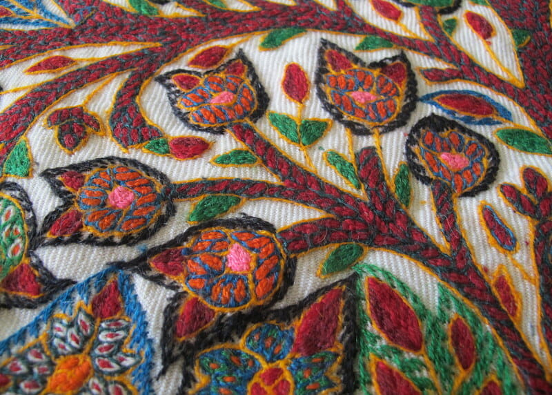 Patteh – traditional embroidery from Iran