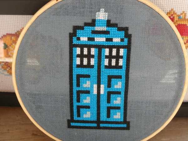 Carand88's TARDIS cross stitch