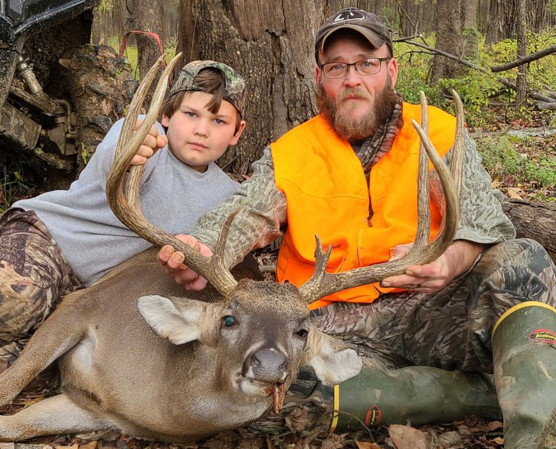 Eric Pell, along with 11-year-old Owen Grissen, took this 164 2/8-inch Warren County trophy on Dec. 11.
