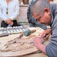 Artífices de Pichátaro alistan sus piezas para el concurso artesanal