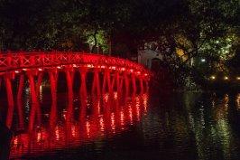 Pont du temple Ngoc Son sur le lac Hoan Kiem