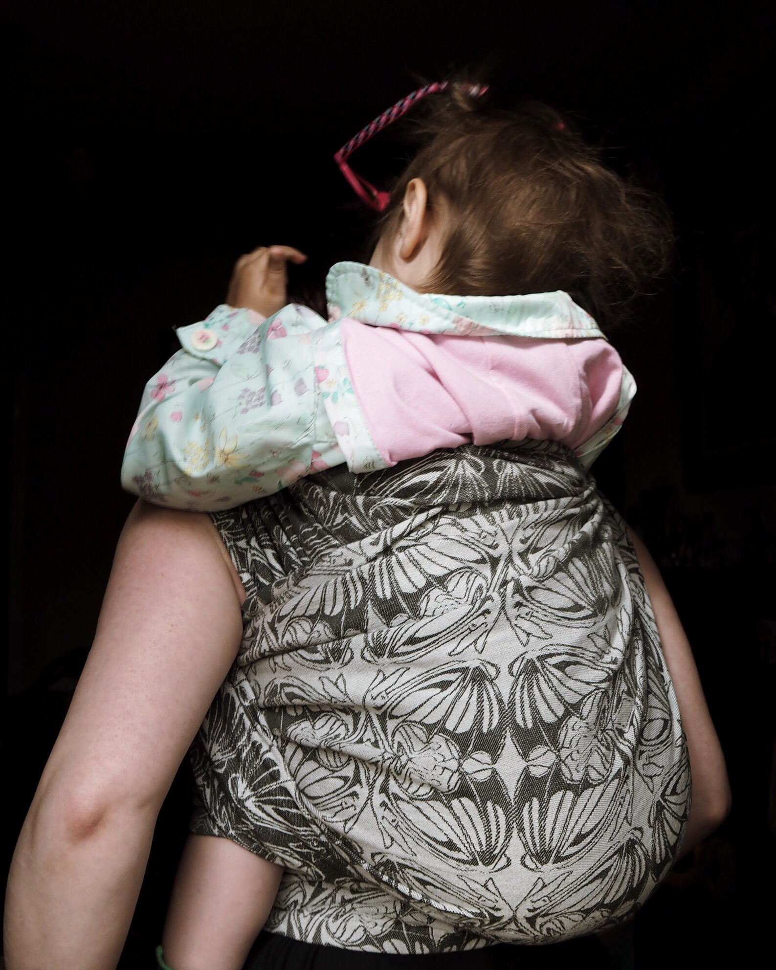 Child from the back with the reverse side of the wrap showing