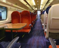 Przedział w wagonie kolejowym 27