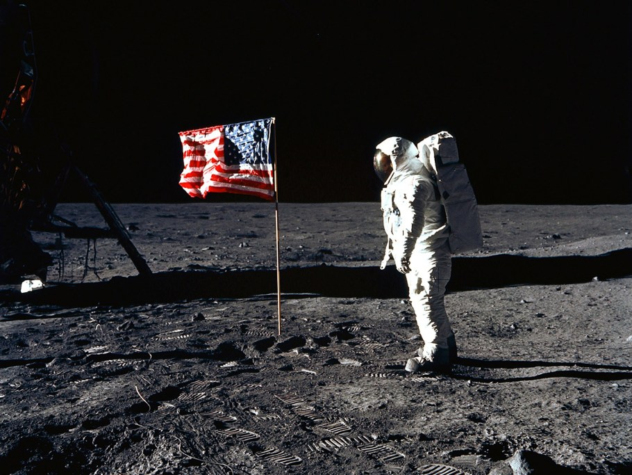 us-flag-on-moon-apollo-11-lt-space-lt-life-lt-desktop